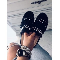 Černé pantofle s třásněmi