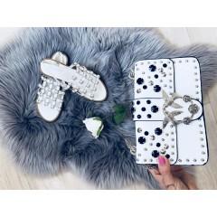 Bílé sandálky se stříbrnými cvoky