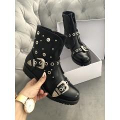 Černé kotníkové boty model Dies.