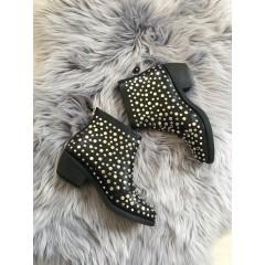 Černé kotníkové boty na podpatku Stud