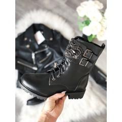 Kotníkové boty se sponou z perliček