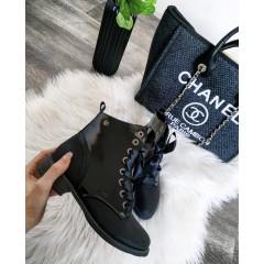 Černé lesklé kotníkové boty Yves Saint
