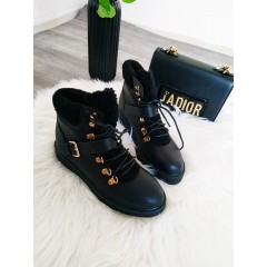 Černé boty s přezkou LORA RED