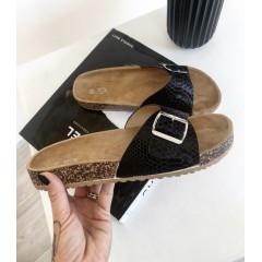 Pantofle černé se sponou