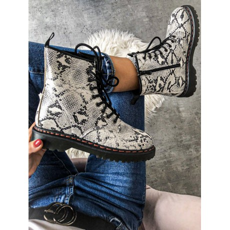 Černo/bílé kotníkové boty Martens