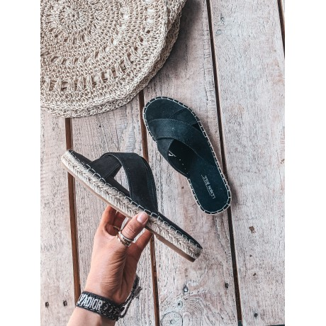 Pantofle CROSS black