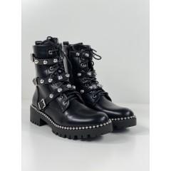 Kotníkové boty s kováním a cvoky